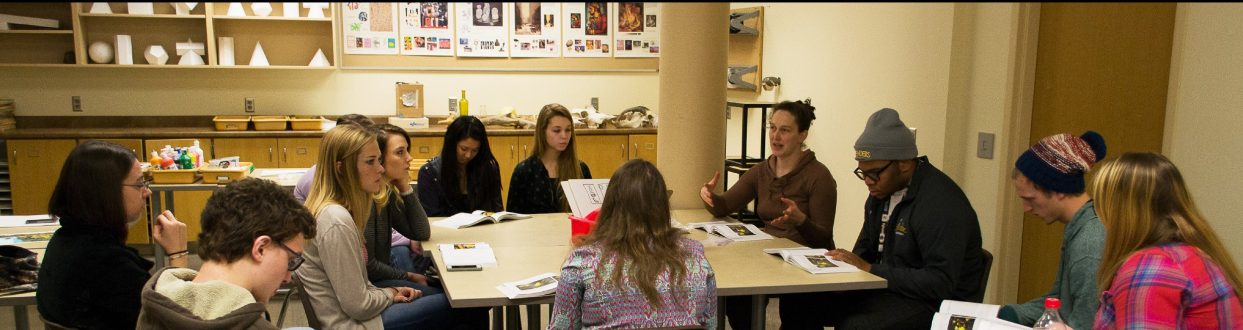 Art students work together at a table at Dordt.