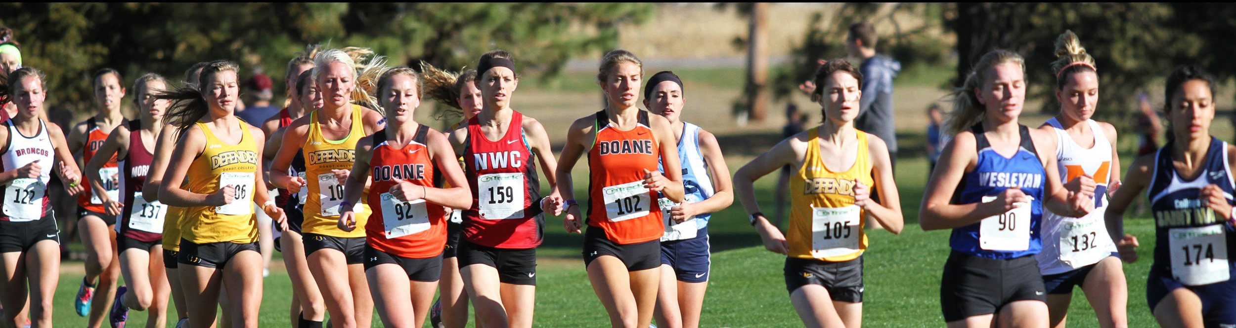Women's cross country runners run in a pack.