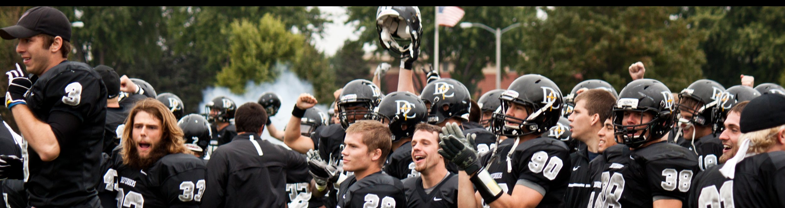 Football players raise their helmets and clap at Dordt.