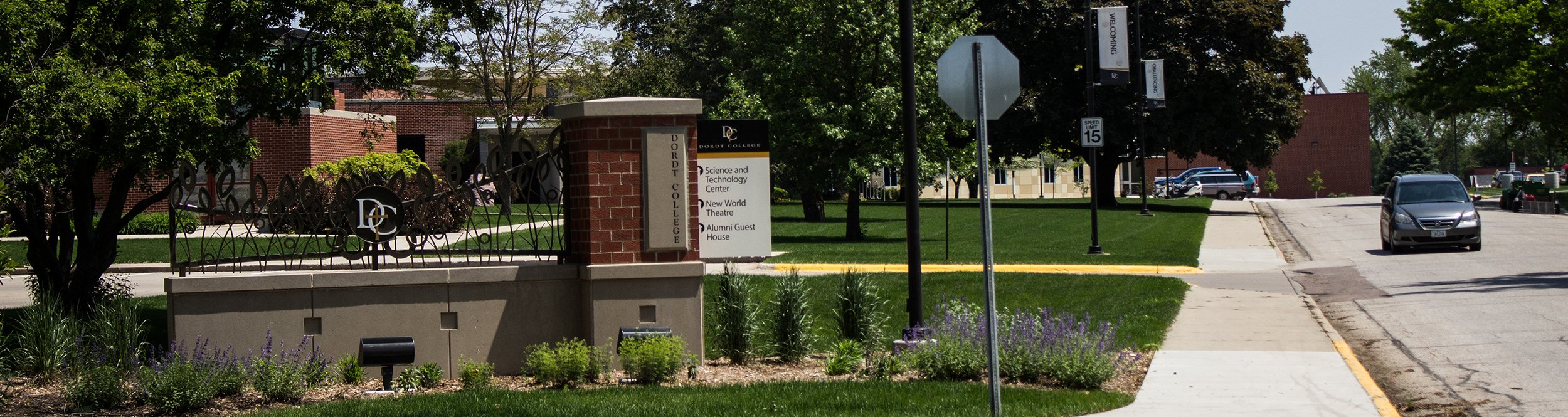 A brick sign with a Dordt logo on it.